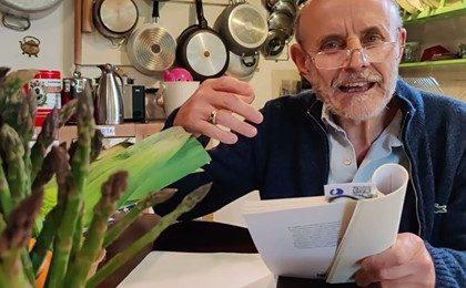 Miniatura per l'articolo intitolato:Poesie al mercato, legge Giuseppe Cederna